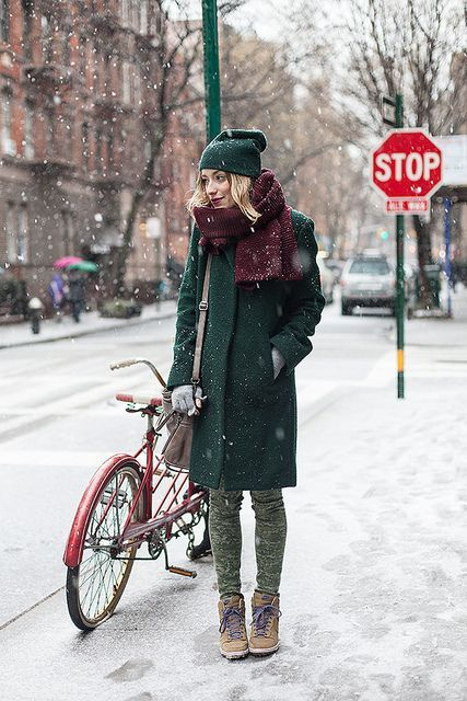 18 Chic Emerald Coats For A Christmas Mood