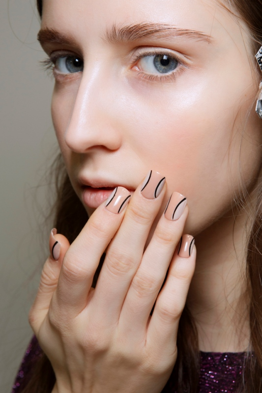 Picture Of 5 main trends in winter manicure to try  1