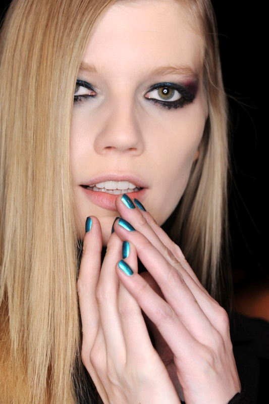Picture Of 5 main trends in winter manicure to try  7
