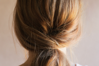5-minute-diy-low-pony-hairdo-for-the-upcoming-holidays-1