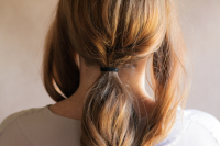 5-minute-diy-low-pony-hairdo-for-the-upcoming-holidays-3