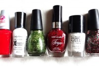 bold-diy-christmas-nail-art-with-rhinestones-2