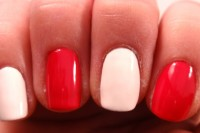 bold-diy-christmas-nail-art-with-rhinestones-3