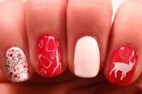 bold-diy-christmas-nail-art-with-rhinestones-5