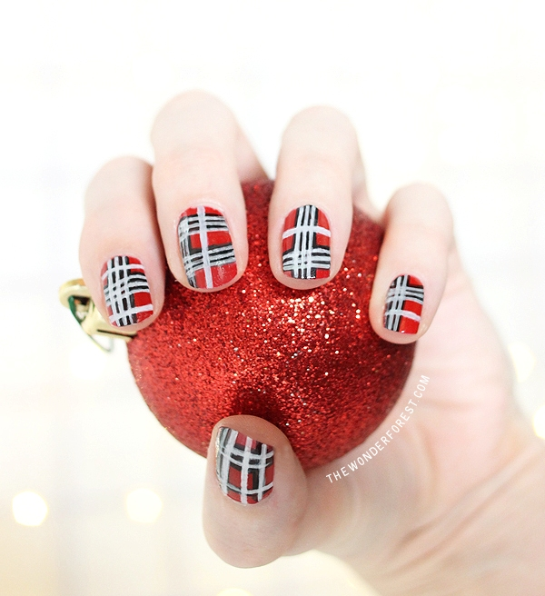 Christmas-Inspired DIY Festive Plaid Nail Art