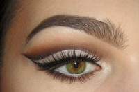 classic-diy-cut-crease-makeup-for-a-christmas-party-1