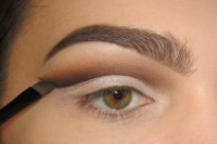 classic-diy-cut-crease-makeup-for-a-christmas-party-4