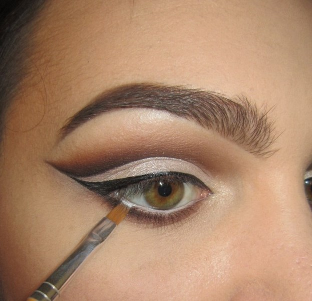 Classic DIY Cut Crease Makeup For A Christmas Party ...