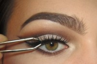 classic-diy-cut-crease-makeup-for-a-christmas-party-6
