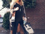 maternity-winter-outfits-to-enjoy-the-season-23
