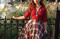 plaid-christmas-outfits-to-recreate-for-holidays-25