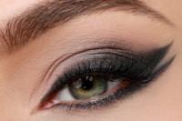 runway-worthy-diy-double-wing-cat-eye-makeup-1