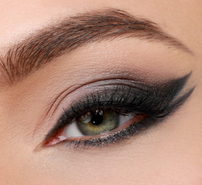 Picture Of runway worthy diy double wing cat eye makeup  1