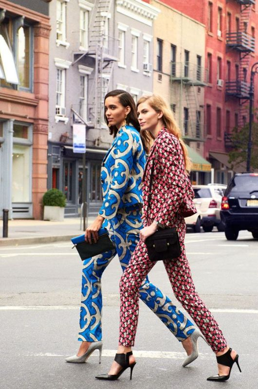 Picture Of bold and stylish printed suit looks to recreate  1