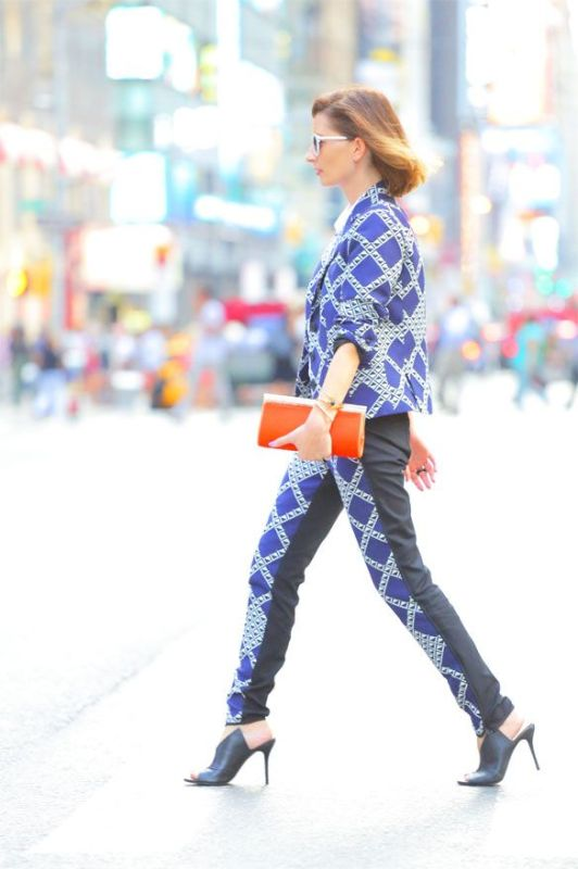 Picture Of bold and stylish printed suit looks to recreate  11