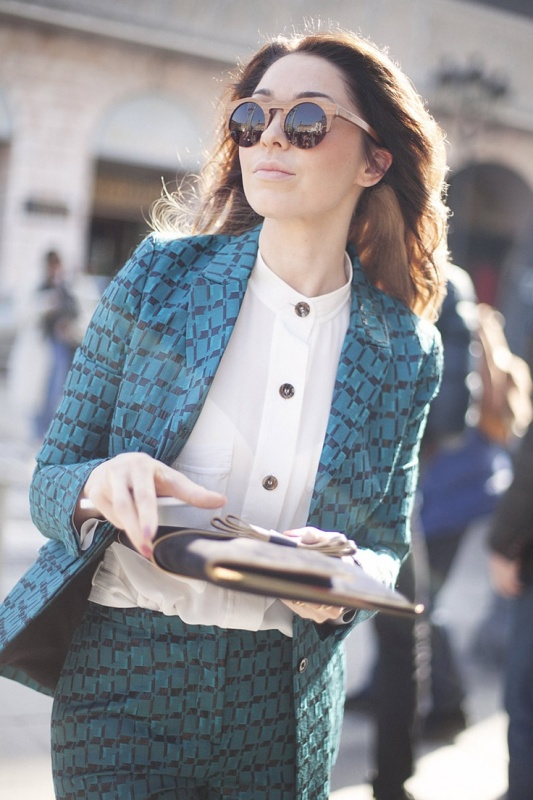 Picture Of bold and stylish printed suit looks to recreate  13