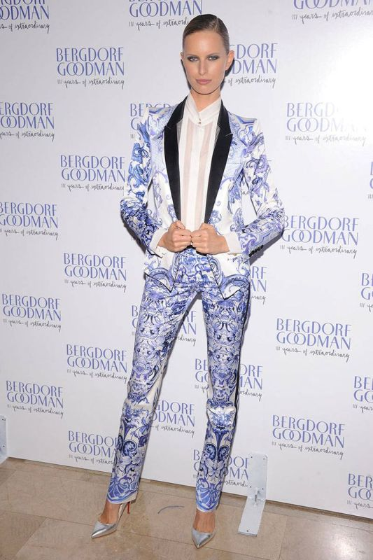 Picture Of bold and stylish printed suit looks to recreate  5