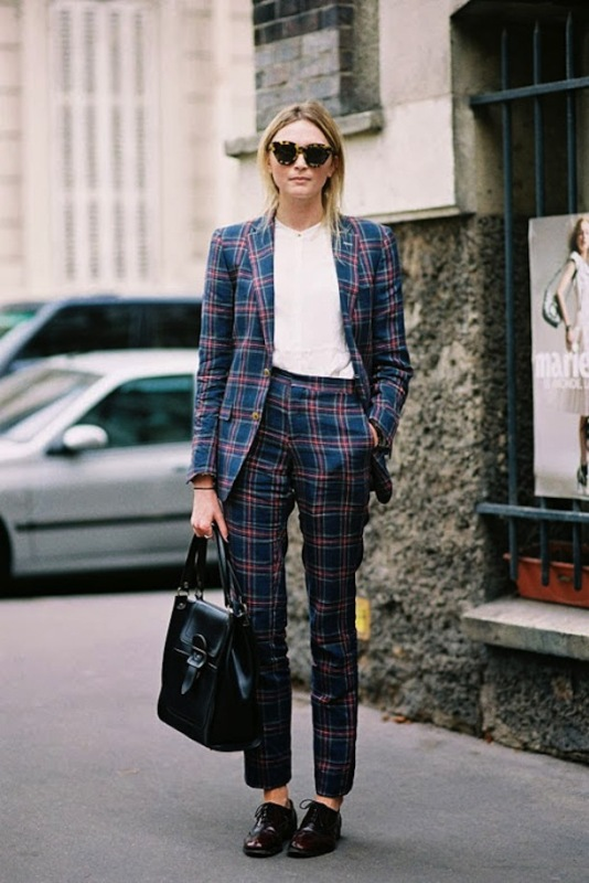 Picture Of bold and stylish printed suit looks to recreate  9