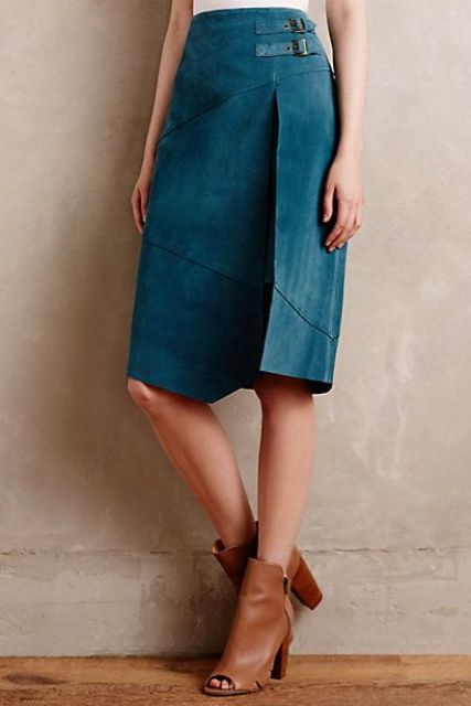 Picture Of Feminine Suede Skirt Outfits 14