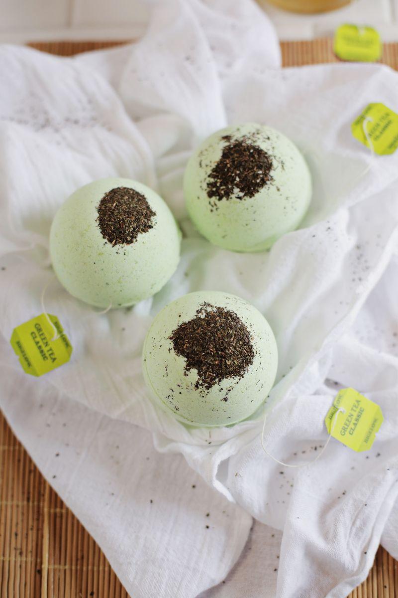 Picture Of diy green tea and lemon bath bombs  1