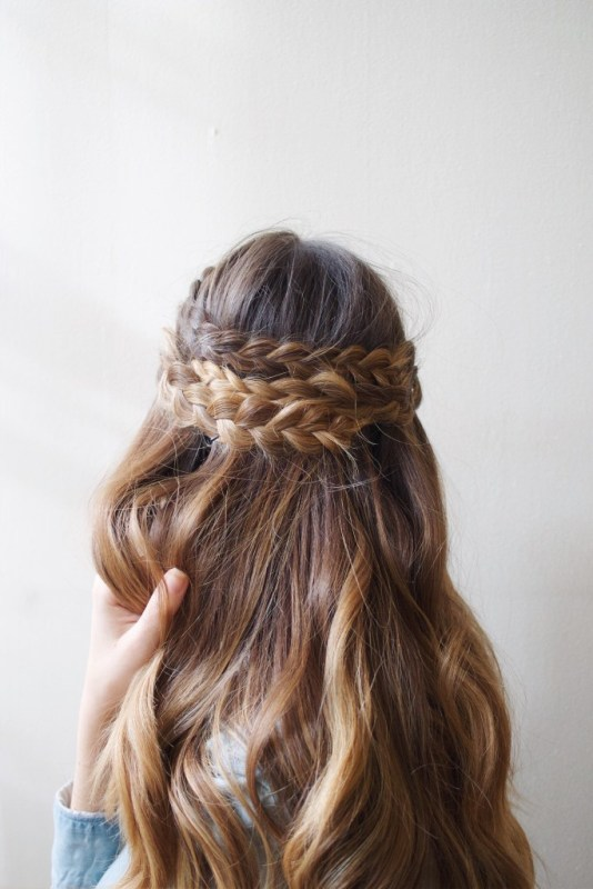 Effortless DIY Half-Up Braided Hairdo For Long Locks