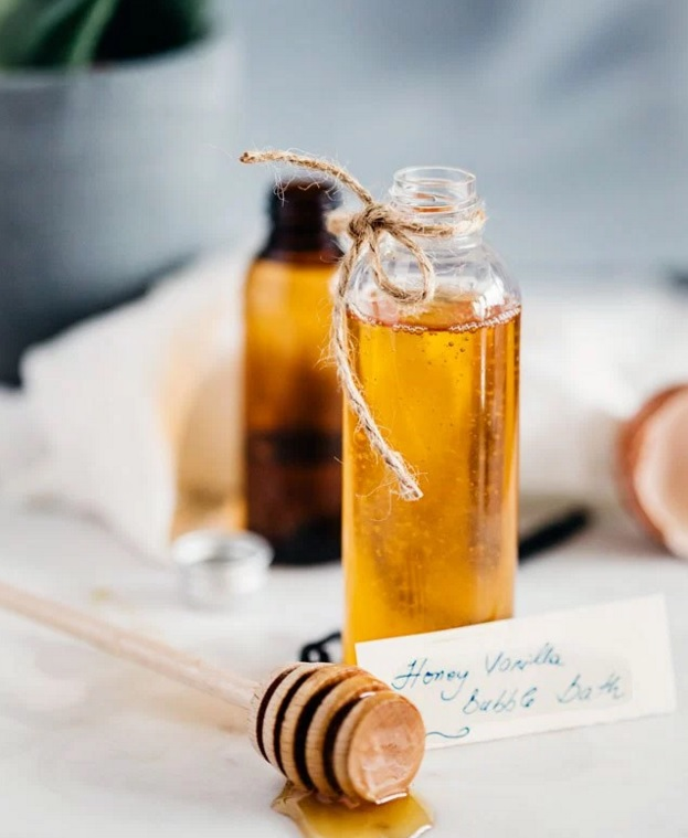 Relaxing DIY Honey Vanilla Bubble Bath