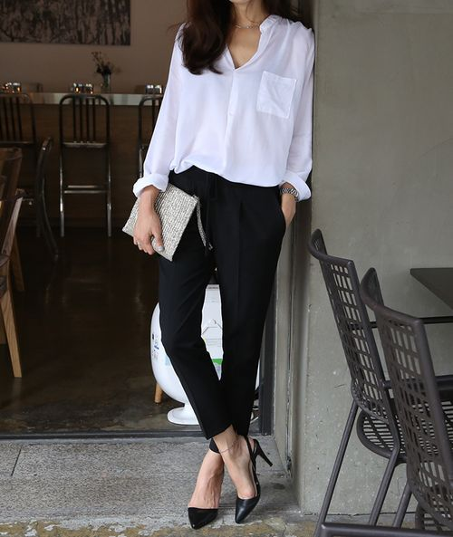 Picture Of stylish monochromatic work outfits to try  9