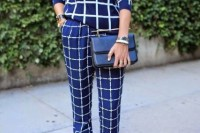 16 Awesome Checked Trousers Outfits For Ladies 12