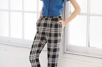 16 Awesome Checked Trousers Outfits For Ladies 16