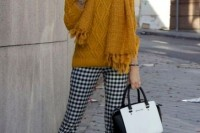 16 Awesome Checked Trousers Outfits For Ladies 2