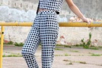 16 Awesome Checked Trousers Outfits For Ladies 5