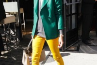 20-looks-that-will-make-you-want-to-wear-colored-pants-this-spring-16