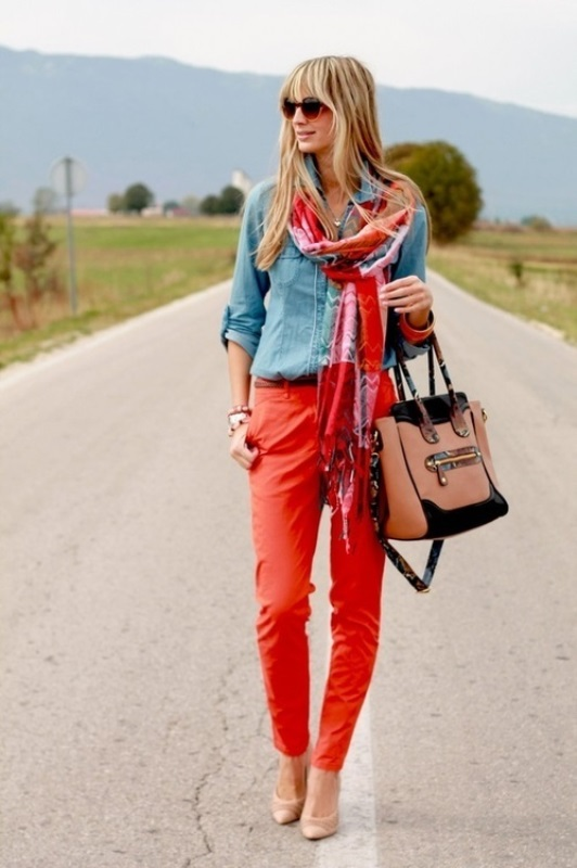 Picture Of looks that will make you want to wear colored pants this spring  17