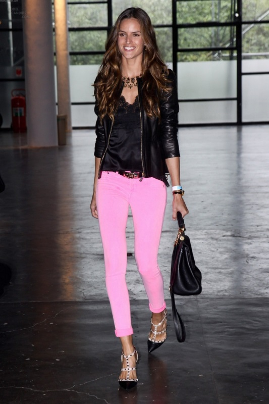 Picture Of looks that will make you want to wear colored pants this spring  5