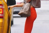 20-looks-that-will-make-you-want-to-wear-colored-pants-this-spring-8