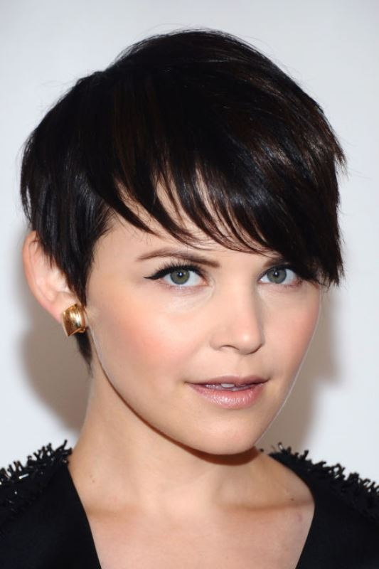 Picture Of trendy short hair looks that inspire  3