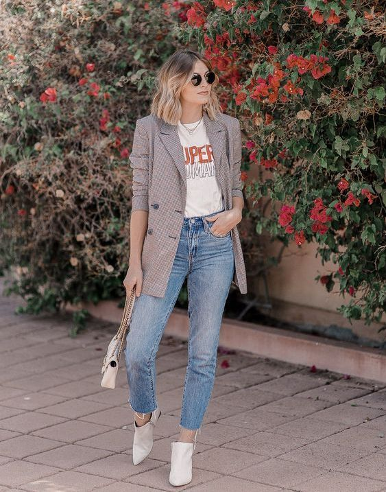 blue jeans, a printed tee, a printed long blazer, white boots and a small white bag for spring