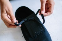 chic-diy-fringed-sneakers-to-make-2