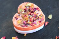 diy-rose-petal-soaps-with-an-adorable-smell-2