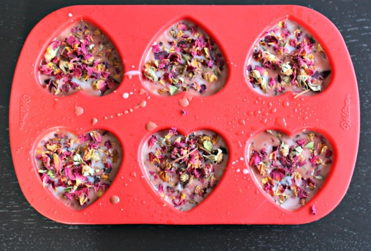 DIY Rose Petal Soaps with An Adorable Smell