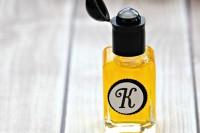 diy-vanilla-sandalwoode-perfume-oil-1