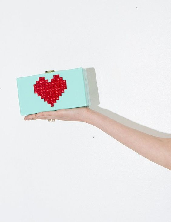 Picture Of gorgeous and bold clutches for valentines day  19
