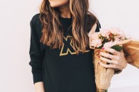 joyful-diy-valentines-day-glitter-xo-sweatshirt-to-make-3