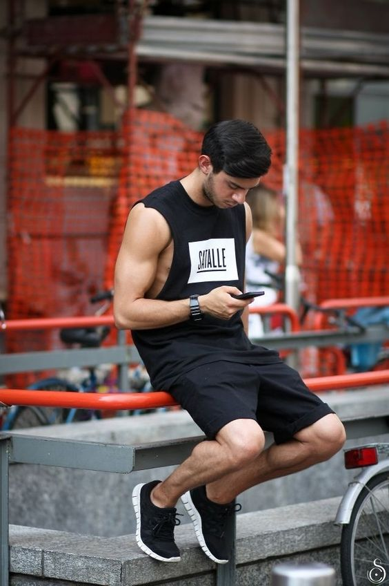 Sexy And Comfy Men Workout Outfits