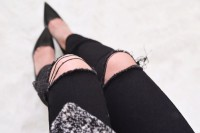 Easy-To-Make DIY Ripped Jeans