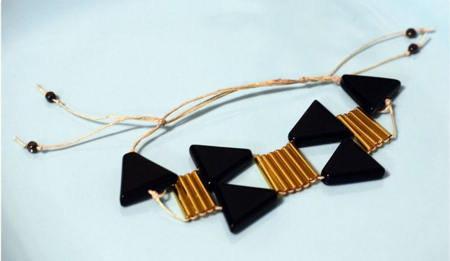 Picture Of Unusual DIY Triangle Bead Bracelet 2