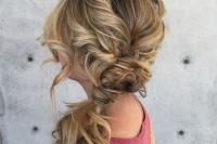 cute-and-easy-first-date-hairstyle-ideas-24