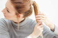 easy-breezy-diy-ponytail-with-clip-in-extensions-3