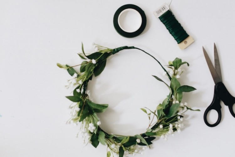 Lovely Spring DIY Baby's Breath Flower Crown To Make