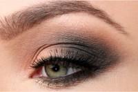 sexy-diy-sultry-smokey-eye-makeup-2